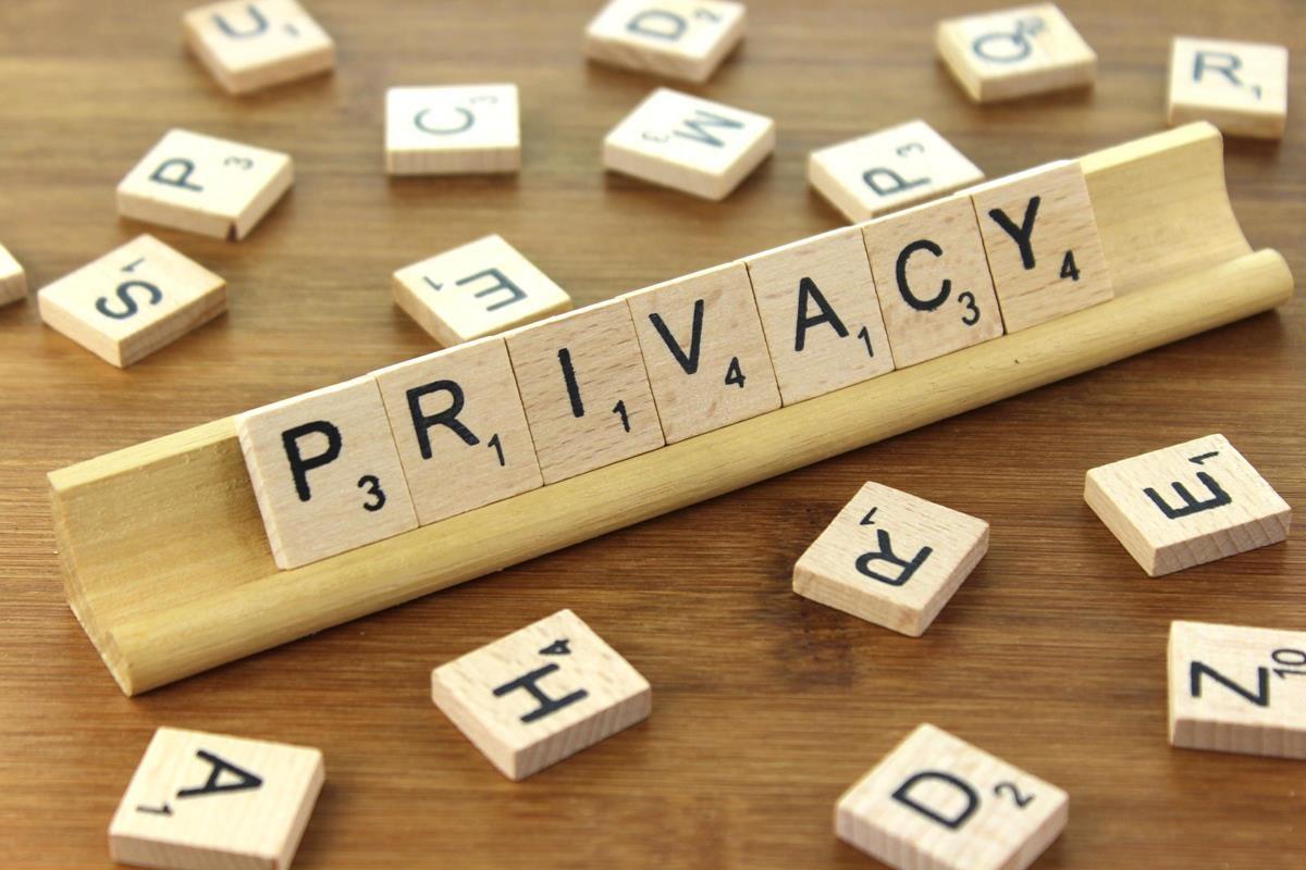 Privacy, le trappole per i minori nella rete