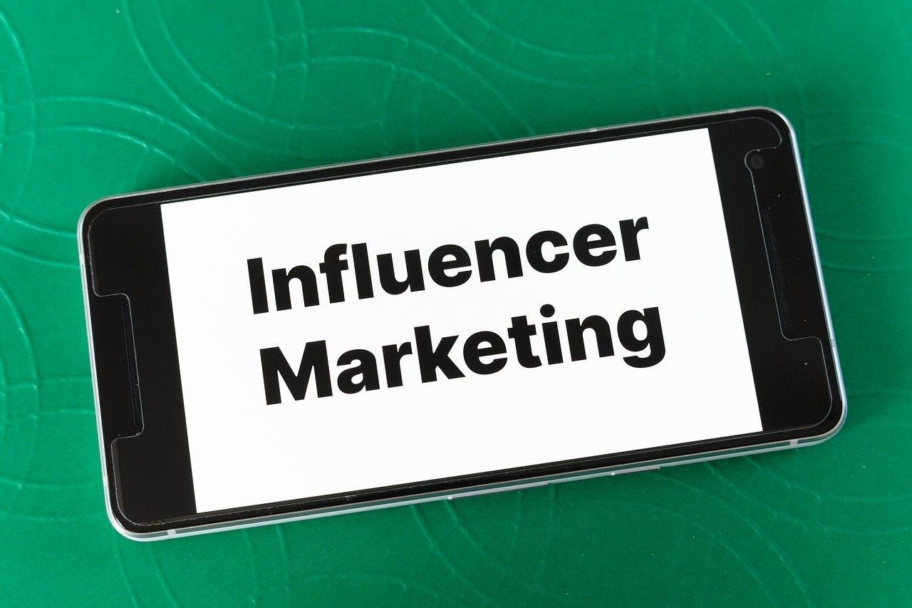Il mercato degli Influencers: scenari competitivi di una nuova economia dei social media